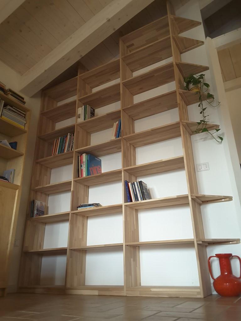 Libreria scaletta libreria in boiserie con scaletta for Libreria a muro ikea